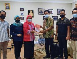 Bawaslu Kota Bandar Lampung Serahkan Buku Ke Bawaslu RI